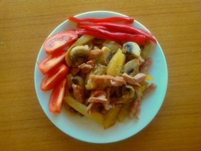Картошка с грибами и беконом