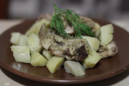 Куриные бедра с картофелем в мультиварке